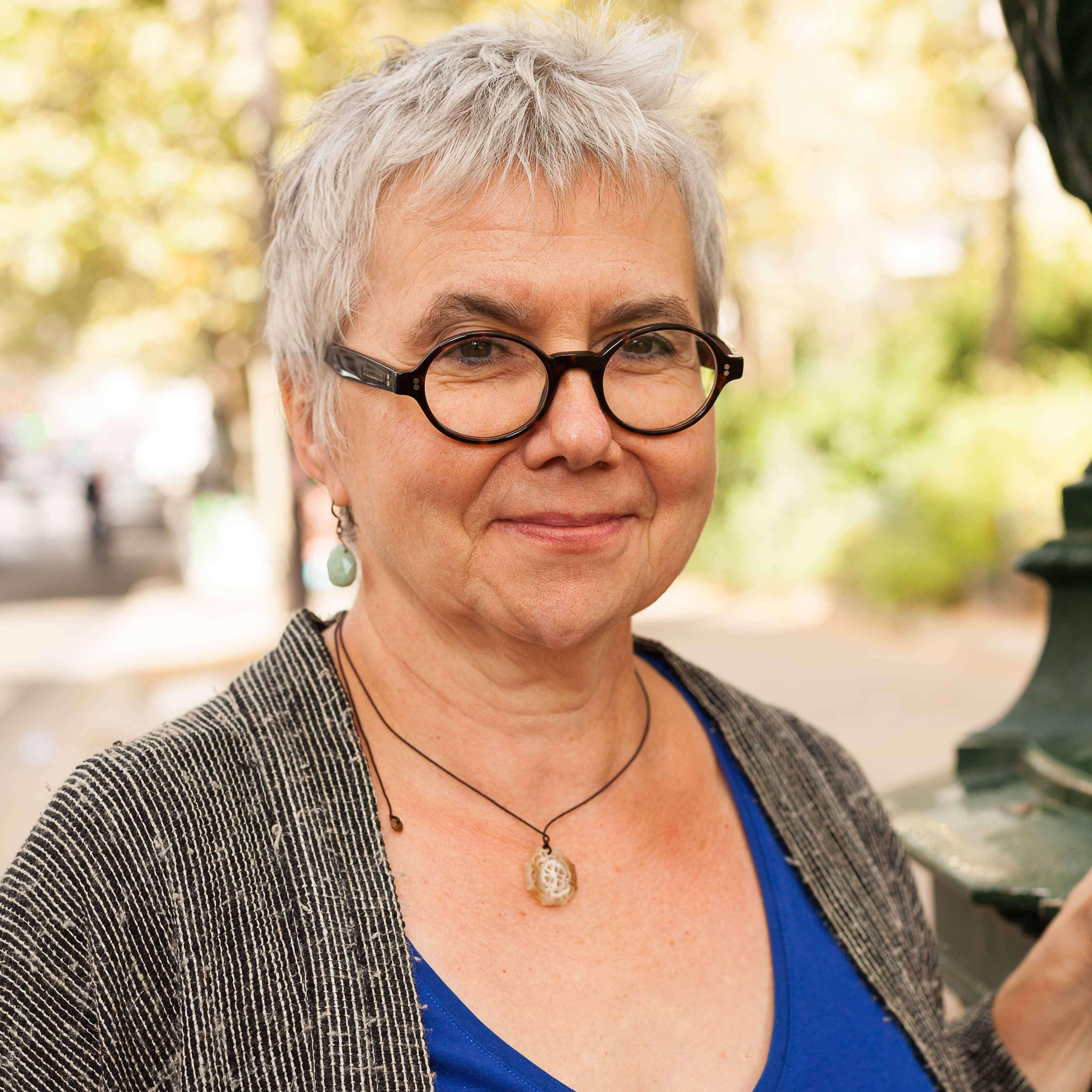 Viviane BRUNEAU
